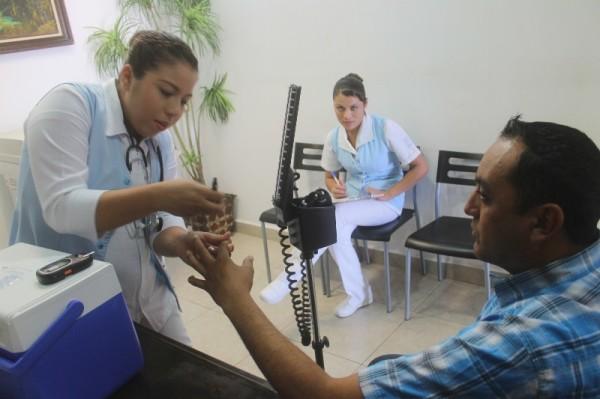 Personal-del-ISSSTE-recorre-areas-del-Ayuntamiento-para-aplicacion-de-vacunas-como-parte-del-programa-e-medicina-preventiva-al-cuals-e-suma-el-go-600×399